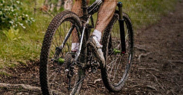 mtb-ciclismo-bici-fango-manutenzione-acqua