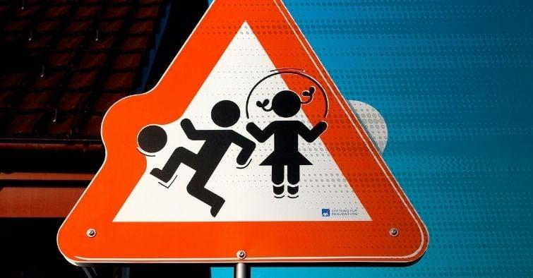 sicurezza-strada-traffico-ciclismo-integratori-dietro_motore